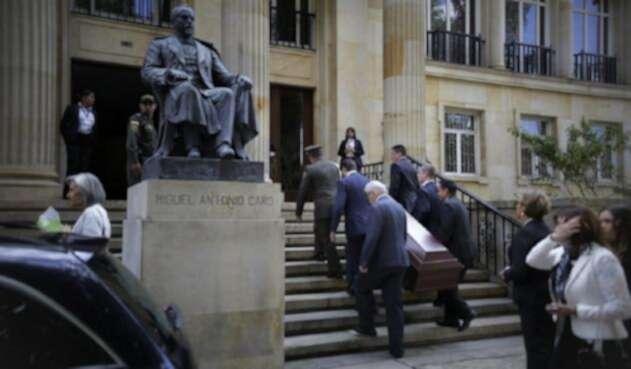 Así fue el último adiós a Belisario Betancur en la Academia Colombiana de la Lengua en el centro de Bogotá.