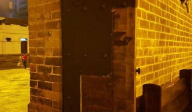 Insólito: Habitantes de calle se están robando las placas de metal de la Catedral Metropolitana de Medellín