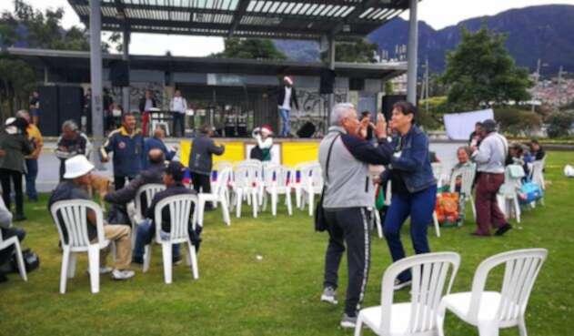 Fiesta de habitantes de calle en Bogotá