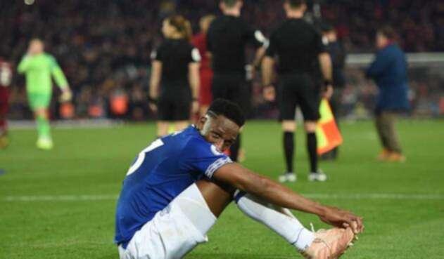 Yerry Mina no logró salvar al Everton de la derrota