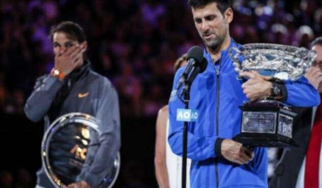 Djokovic y Nadal en la ceremonia de premiación del Abierto de Australia