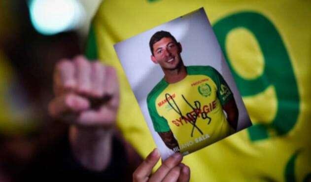 Sin embargo, la Policía considera escasas las posibilidades de hallar con vida el cuerpo de Emiliano Sala