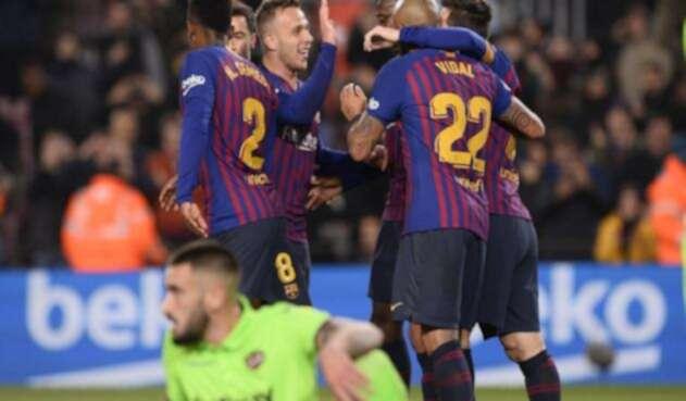 Messi y Dembélé fueron determinantes en la clasificación de Barcelona.
