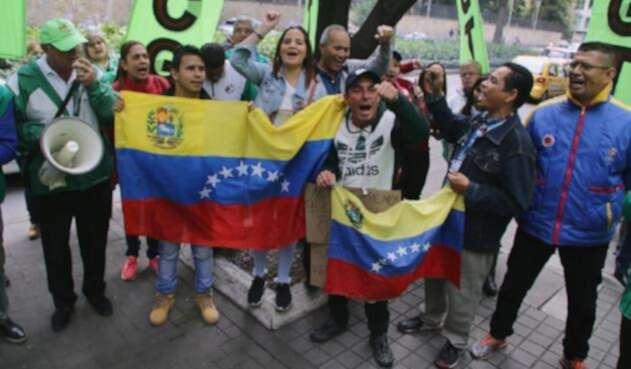 Plantón frente a Embajada de Venezuela