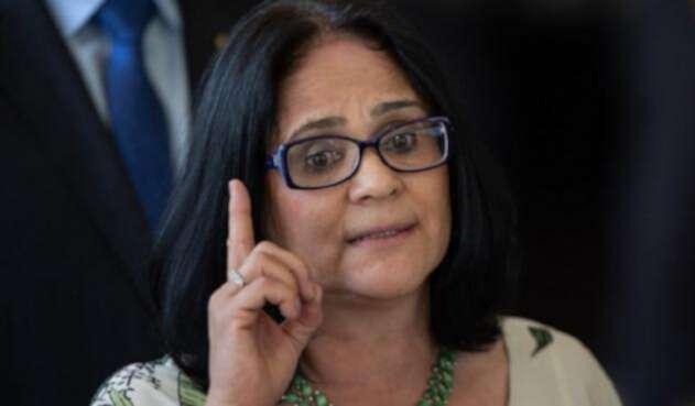 "Niños de azul y niñas de rosa: ministra de Bolsonaro celebra ""nueva era"" en Brasil."