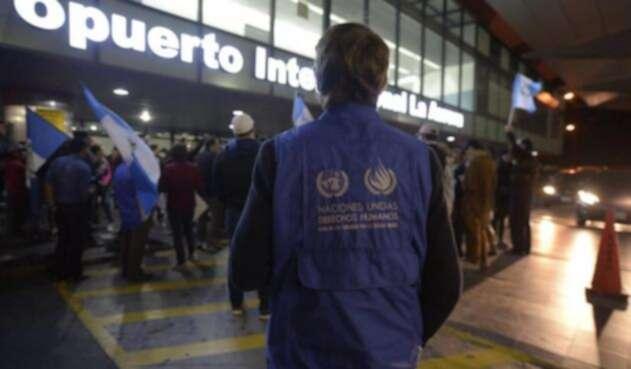 El funcionario colombiano fue retenido en el Aeropuerto La Aurora de Guatemala