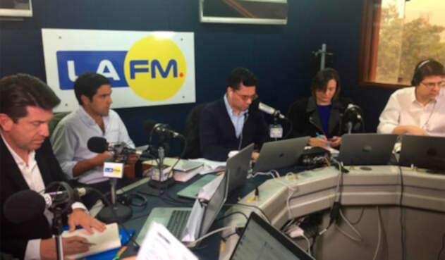 Candidatos a la Alcaldía de Bogotá debatiendo en LA FM