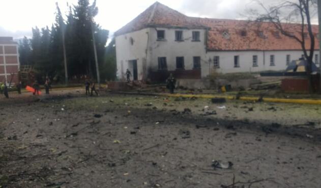 Un carro bomba explotó en Escuela general Santander de la Policía.