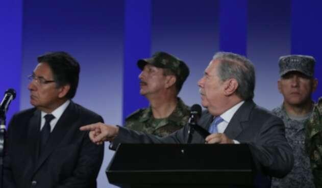 Guillermo Botero, ministro de Defensa, en una rueda de prensa