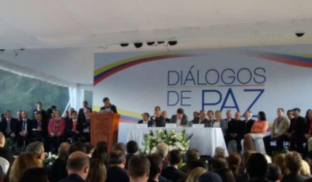 Pablo Beltrán, líder del ELN, en la entonces instalación de la mesa de paz en Ecuador