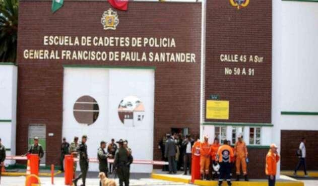 En la Escuela de Cadetes Francisco de Paula Santander se perpetró el ataque terrorista que ya deja más de 50 personas heridas.