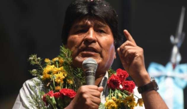 Evo Morales surgió en 1997 donde participó en las elecciones general y ahí resultó elegido como diputado de Cochabamba.