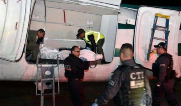 Los restos de alias Guacho cuando fueron trasladados al aeropuerto militar de Catam, el 23 de diciembre de 2018