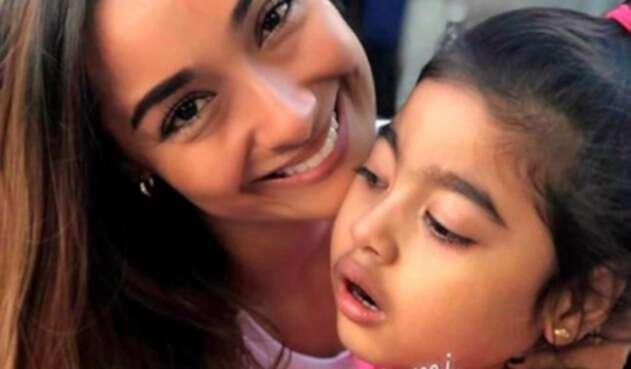 Con una fotografía, Alexandra Gómez envió un conmovedor mensaje a su hija Julieta.