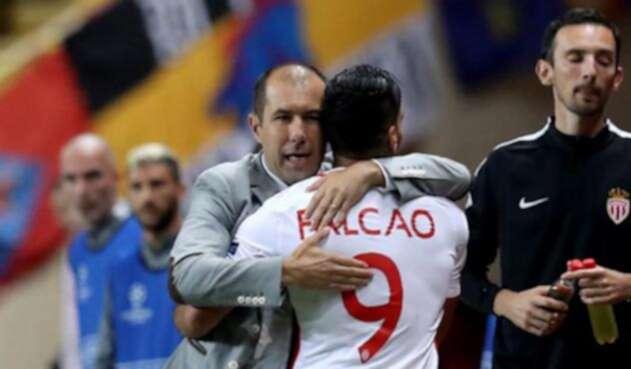 Leonardo Jardim celebrando junto a su capitán