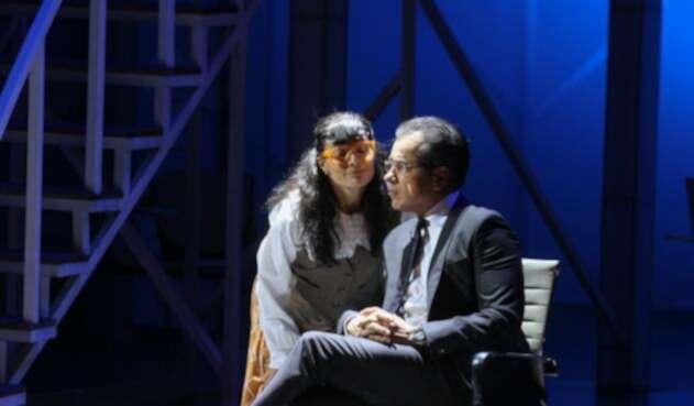 """Ana María Orozco y Jorge Enrique Abello durante la obra de teatro """"Betty la Fea"""", en el Teatro de Bellas artes de Bogotá, el 7 de abril de 2017"""