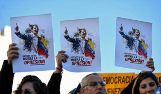 Venezolanos residentes en Madrid (España), respaldando a Juan Guaidó