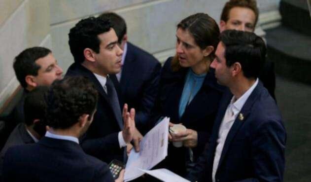 Congresistas debatiendo la ley de financiamiento, el 17 de diciembre de 2018 en la plenaria de Senado, en Bogotá