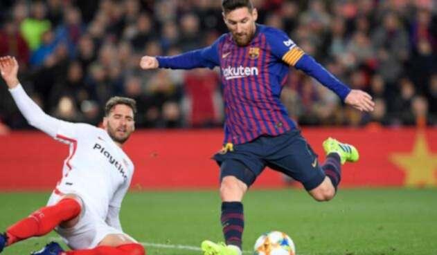 Lionel Messi se come gol contra el Sevilla