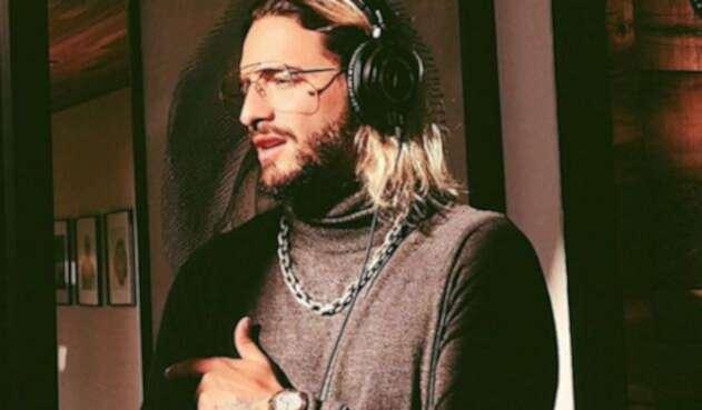 El cantante compartió una fotografía antes de una cirugía.