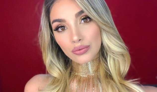 La presentadora compartió una fotografía completamente al natural, debido a las críticas que recibió por una sesión de fotos que publicó en su perfil de Instagram.