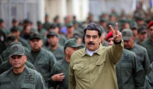 Nicolás Maduro y militares venezolanos