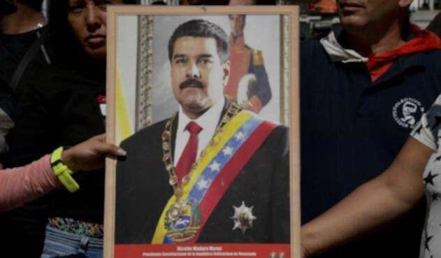 Nicolás Maduro se posesiona para asumir el poder hasta 2025.