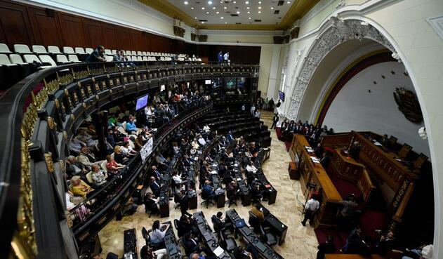 Apenas la oposición asumió su control en enero de 2016, la Asamblea Nacional de Venezuela fue declarada en desacato y sus decisiones nulas por el Tribunal Supremo de Justicia (TSJ).
