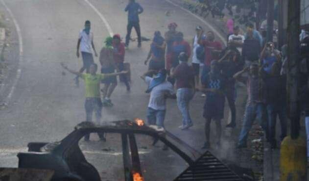 Enfrentamientos durante protesta contra Nicolás Maduro en Caracas Prot