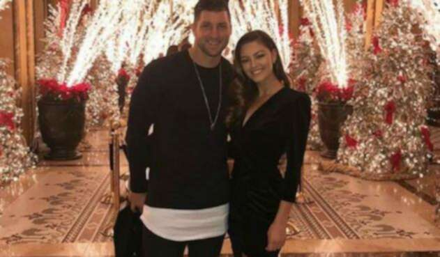 Tim Tebow y Demi-Leigh Nel-Peters se comprometieron