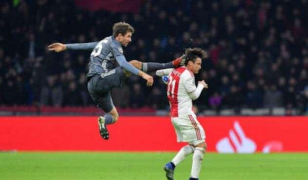Thomas Müller sancionado por esta falta a jugador del Ajax