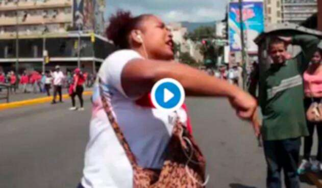 La ciudadana venezolana llorando tras la posesión de Nicolás Maduro