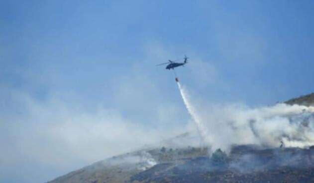 Un gigantesco incendio, ocasionado por pirómanos, se registra a esta hora en el cerro Quitasol de Bello