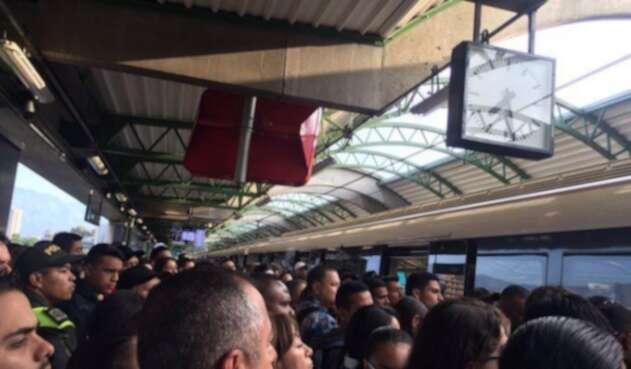 Un tren del Metro de Medellín fue evacuado en la estación Hospital por fallas en las puertas