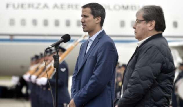 Juan Guaidó presidente interino de Venezuela y el Canciller Carlos Holmes Trujillo