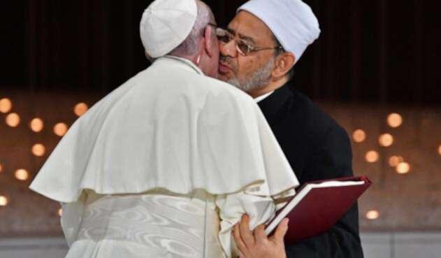 El papa Francisco y el gran imán de Al Azhar, Ahmed al Tayeb, en Abu Dabi