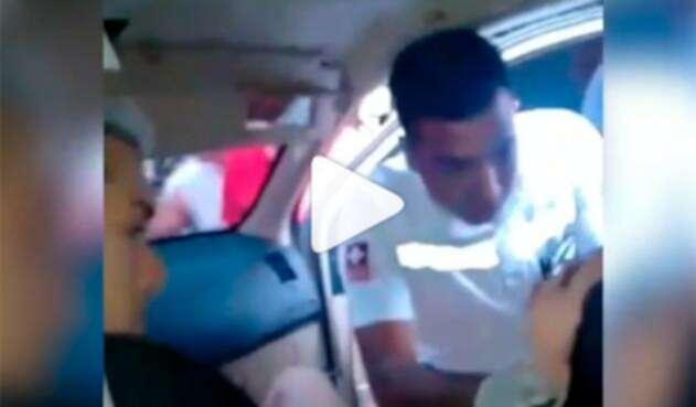 Ana del Castillo atendida por un equipo médico tras el siniestro en Valledupar
