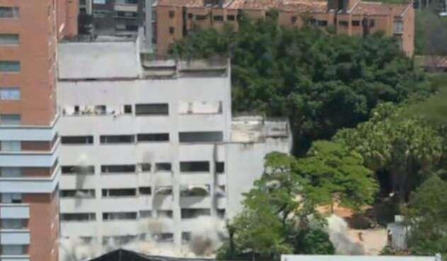 Así fue la caída del edificio Mónaco, fortín de Pablo Escobar.
