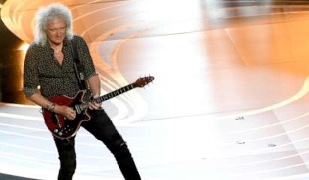 Brian May en el tributo a Queen en los Óscar