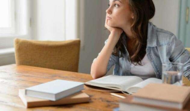 Estudiante meditando