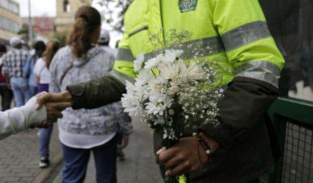 En Bogotá, cientos de personas se movilizaron el 20 de enero de 2019 en rechazo al atentado de la Escuela General Santander