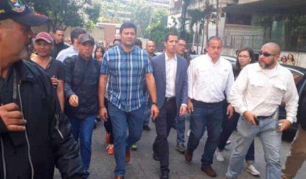 Freddy Superlano junto a Juan Guaidó