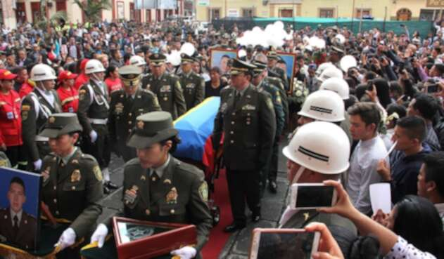 Una multitud dio el último adiós al cadete Cristian Fabián Gonzales Portilla, de 20 años de edad, víctima del atentado a la Escuela General Santander, en Bogotá, el 26 de enero de 2019 en Pasto