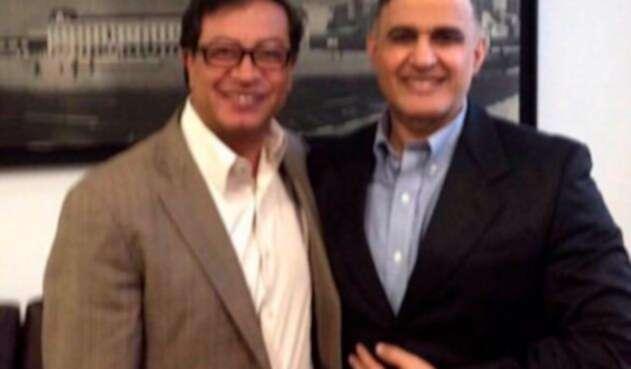 El senador Gustavo Petro con Tarek William Saab, fiscal del régimen de Nicolás Maduro