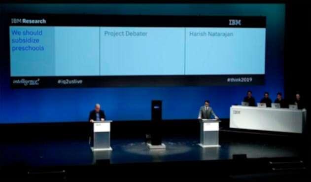 Harish Natarajan debatiendo con el Project Debater de IBM