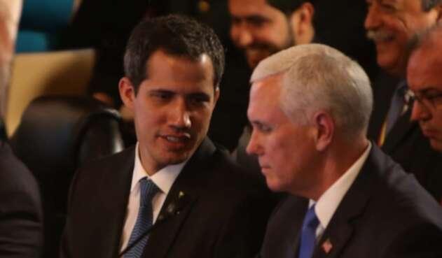 Juan Guaidó y Mike Pence, en la reunión del Grupo de Lima, en Bogotá