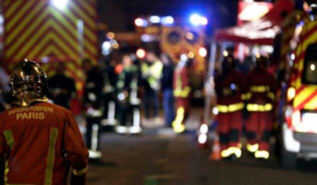 Bomberos atienden incendio en Paris