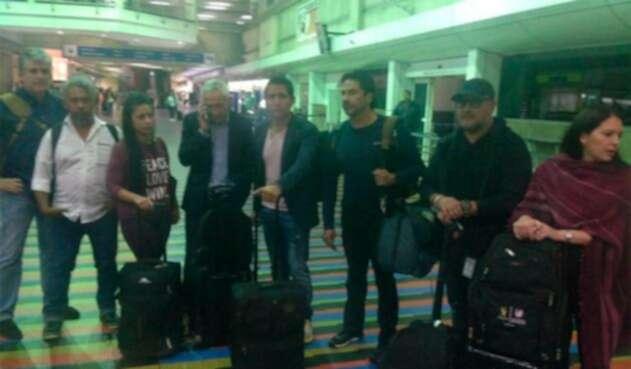 Jorge Ramos y el equipo de Univision saliendo de Venezuela a Miami tras ser deportados por el régimen de Nicolás Maduro