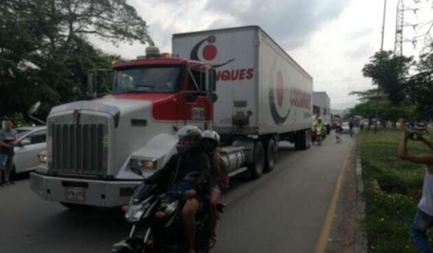 Vehículos transportando las ayudas humanitarias a territorio venezolano