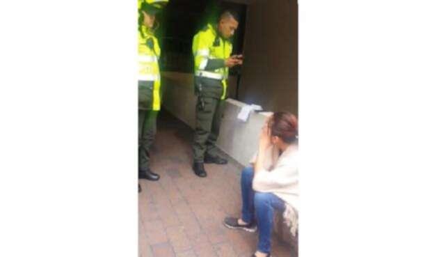 Le impusieron una multa por preguntar por el costo de una empanada en la calle.